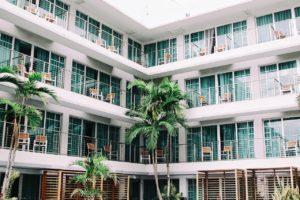 ハワイの中級ホテルを探せ